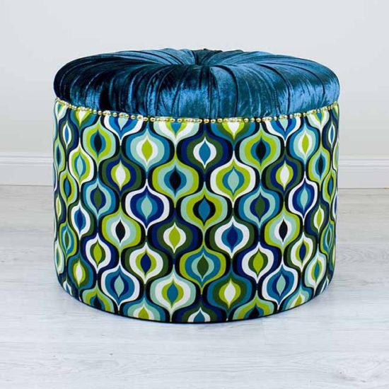 sinine-turkiis-tumba-merevaik-kuld-kasitoo-disain-moobel-turquoise-blue-ottoman-amber-gold