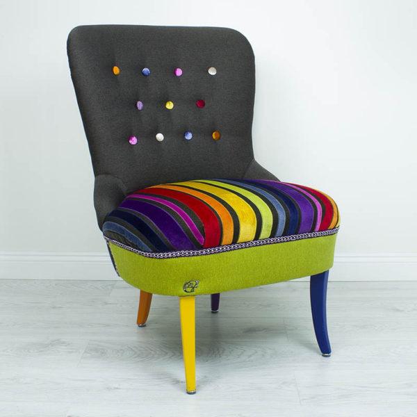 Vikerkaar-varviline-punale-sinine-kollane-roosa-lilla-tugitool-noopidega-jalad-varvilised-lastetuba-elutuba-magamistuba