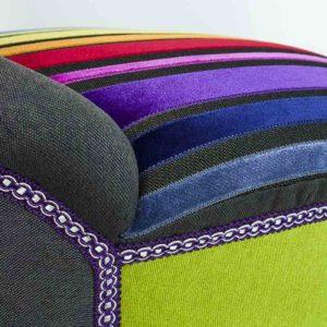 Vikerkaar-varviline-punale-sinine-kollane-varvilised-roosa-lilla-tugitool-noopidega-jalad-lastetuba-elutuba-magamistuba