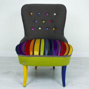 Vikerkaar-varviline-sinine-kollane-roosa-lilla-tugitool-noopidega-punale-jalad-varvilised-lastetuba-elutuba-magamistuba