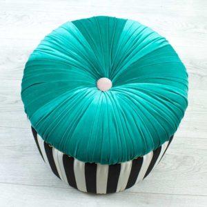 donut-turkiis-triibuline-noop-kasitoo-must-valge-voldid-kuldsed-dekoratiiv-naelad-sinine