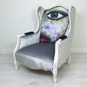 hobe-tugitool-mugav-suur-maaling-nagu-silm-huuled-varviline-vananutatud-puid-kriidivarvid-annie-sloan-hall-samet-sinine-turkiis-kunst-modern-nautimine