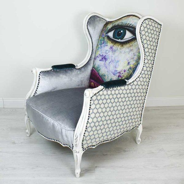 tugitool-hobe-mugav-suur-maaling-nagu-silm-huuled-varviline-turkiis-kunst-modern-vananutatud-puid-kriidivarvid-annie-sloan-hall-samet-sinineturkiis-kunst-modern-nautimine
