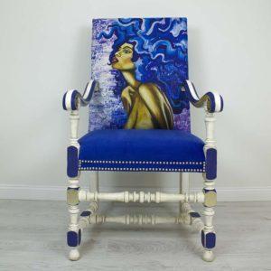 ultramariin-troon-kunst-kuld-needid-maaling-interjoor-kuninglik-kingitus-ainulaadne-tool-kasitoo-kangaprint-vanutamine-valge-varviline-kriidivarvid-annie-sloan
