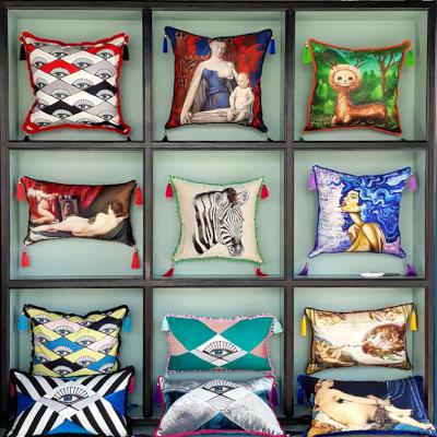 art-dekoratiiv-padjad-disain-maalid-kapp