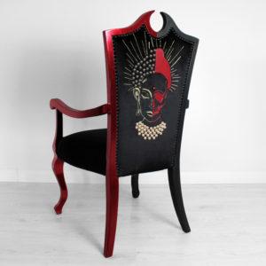 budda-luukera-troon-tool-tugitool-must-punane-kristallidega-disain-tool