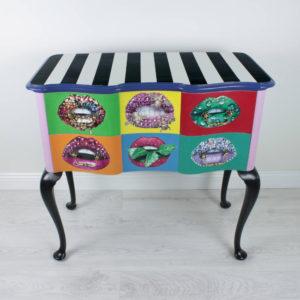 kummut-pop-art-colourful-must-valge-varviline-huuled