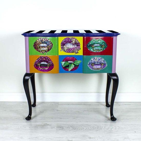 kummut-pop-art-puu-tookoda-kasitoo-colorlife-triibuline