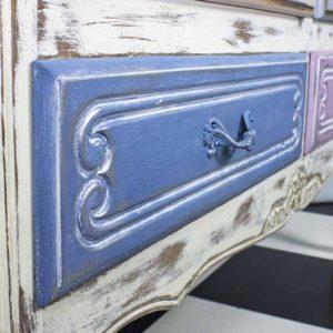 vitriinkapp-vanutatud-oldwhite-roosa-sinine-valge-lilled-shabloon-dekoratiivvaha-hobe