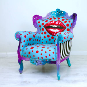 kiss-chair-turquoise-red