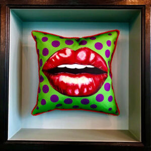 cushion-green-kiss