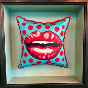 cushion-kiss-red
