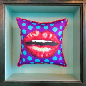 purple-cushion-kiss
