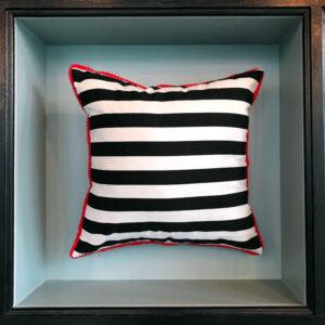 stripes-red-cushion-kiss