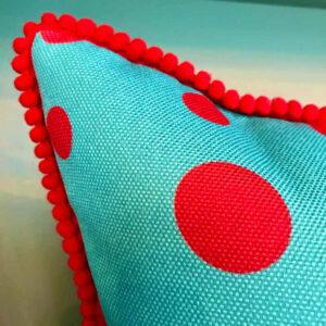 turguoise-red-cushion-kiss
