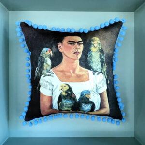 frida-kahlo-and parrots