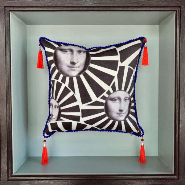 mona-lisa-cushion