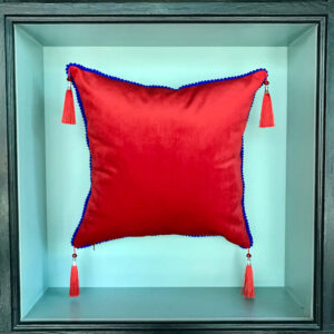 red-mona-lisa-cushion